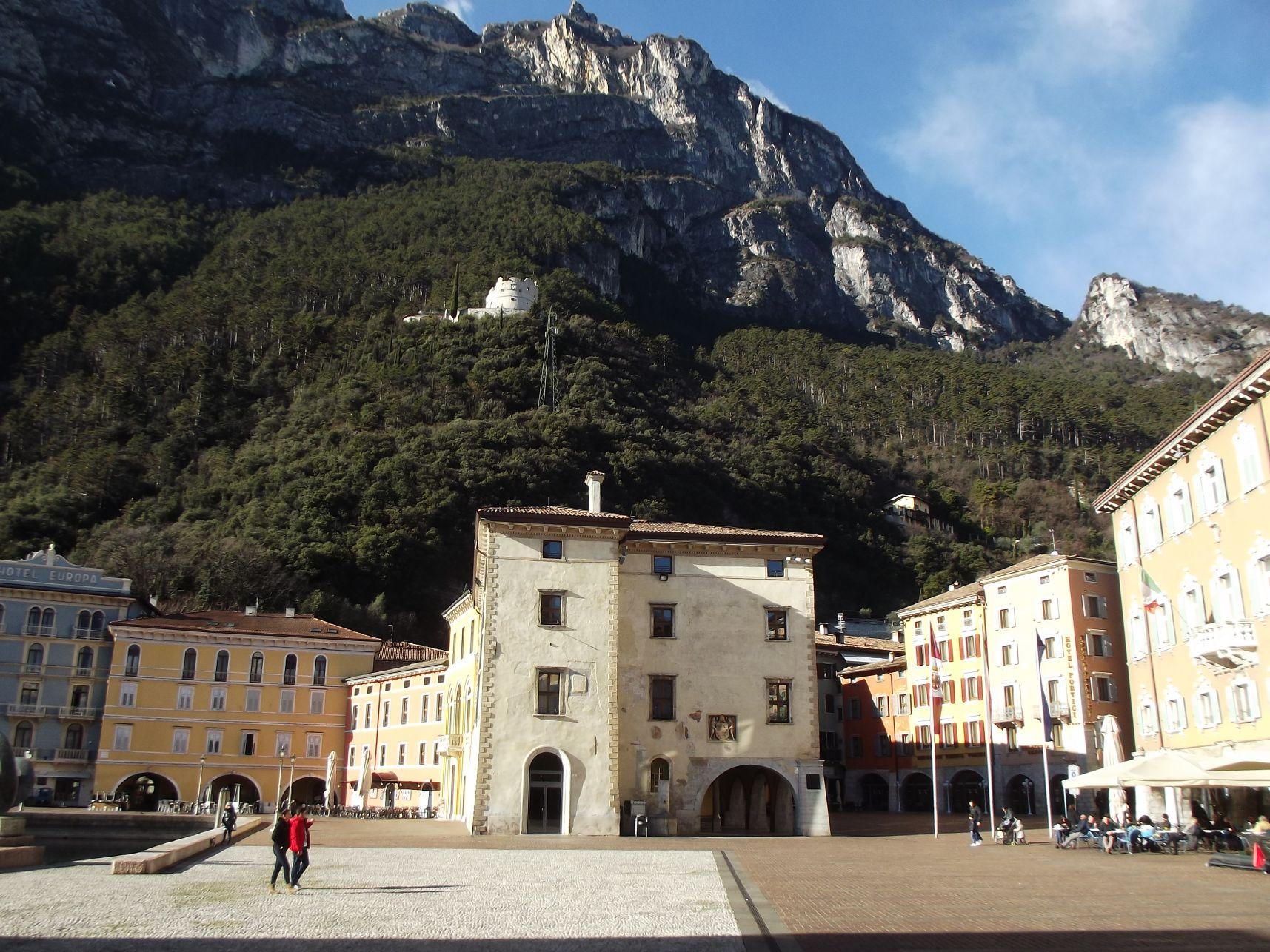 12_Piazza Catena és a Palazzo Pretorio