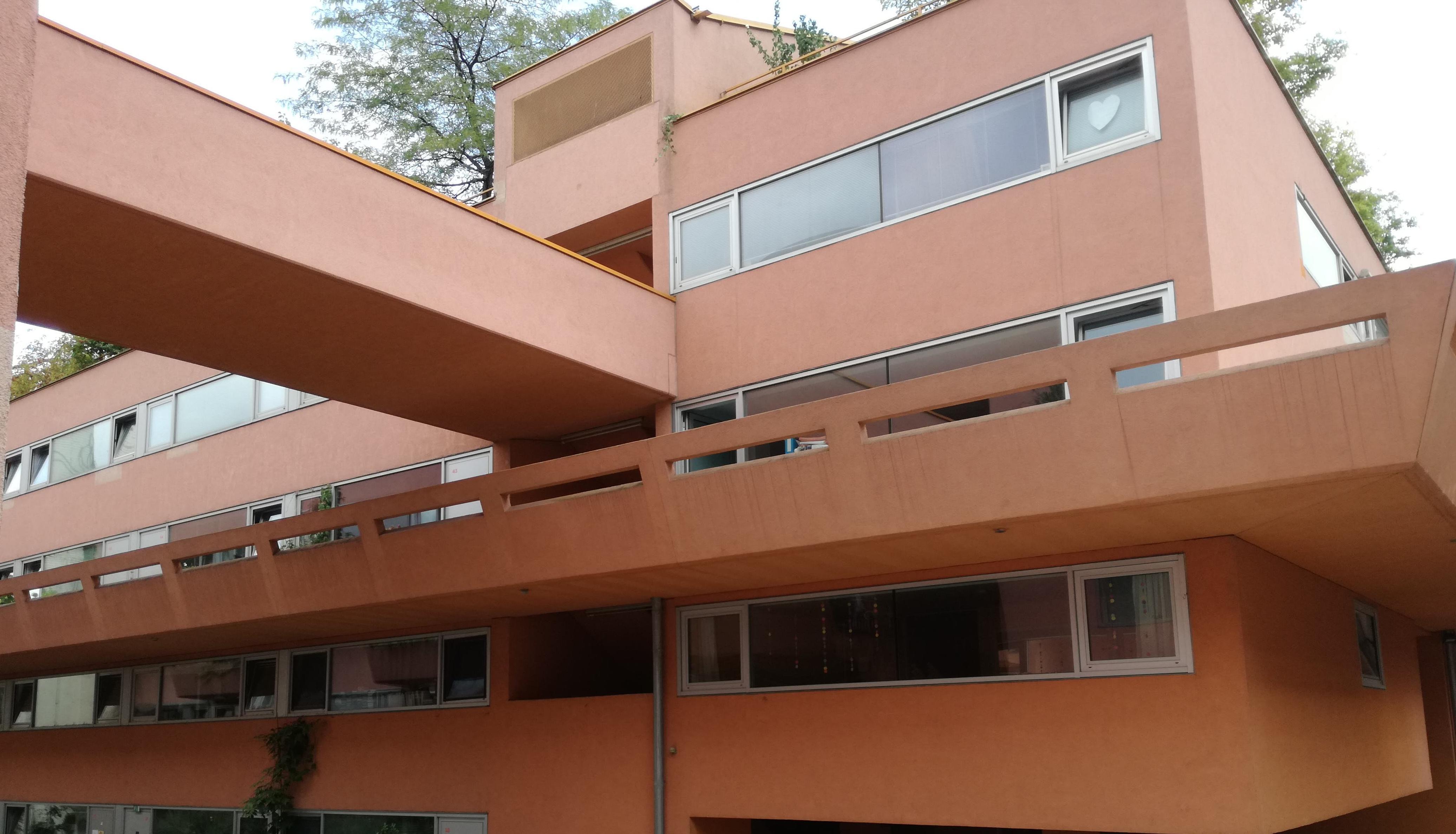 Az épület az udvarról