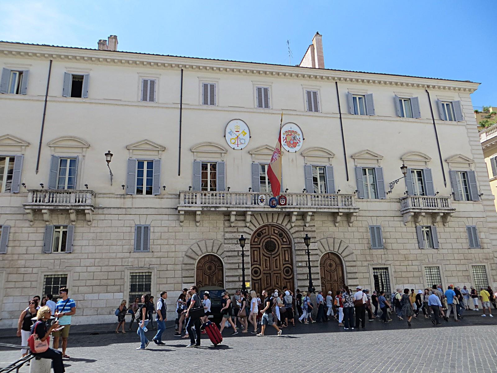A Spanyol Palota (Forrás: www.wikimedia.org/wikipedia/commons/f/ff/Ambasciata_di_Spagna_Presso_Santa_Sede_-_panoramio.jpg)
