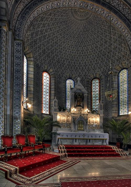 A Ferences templom belülről (Forrás: www.szabadkavaros.blog.hu)