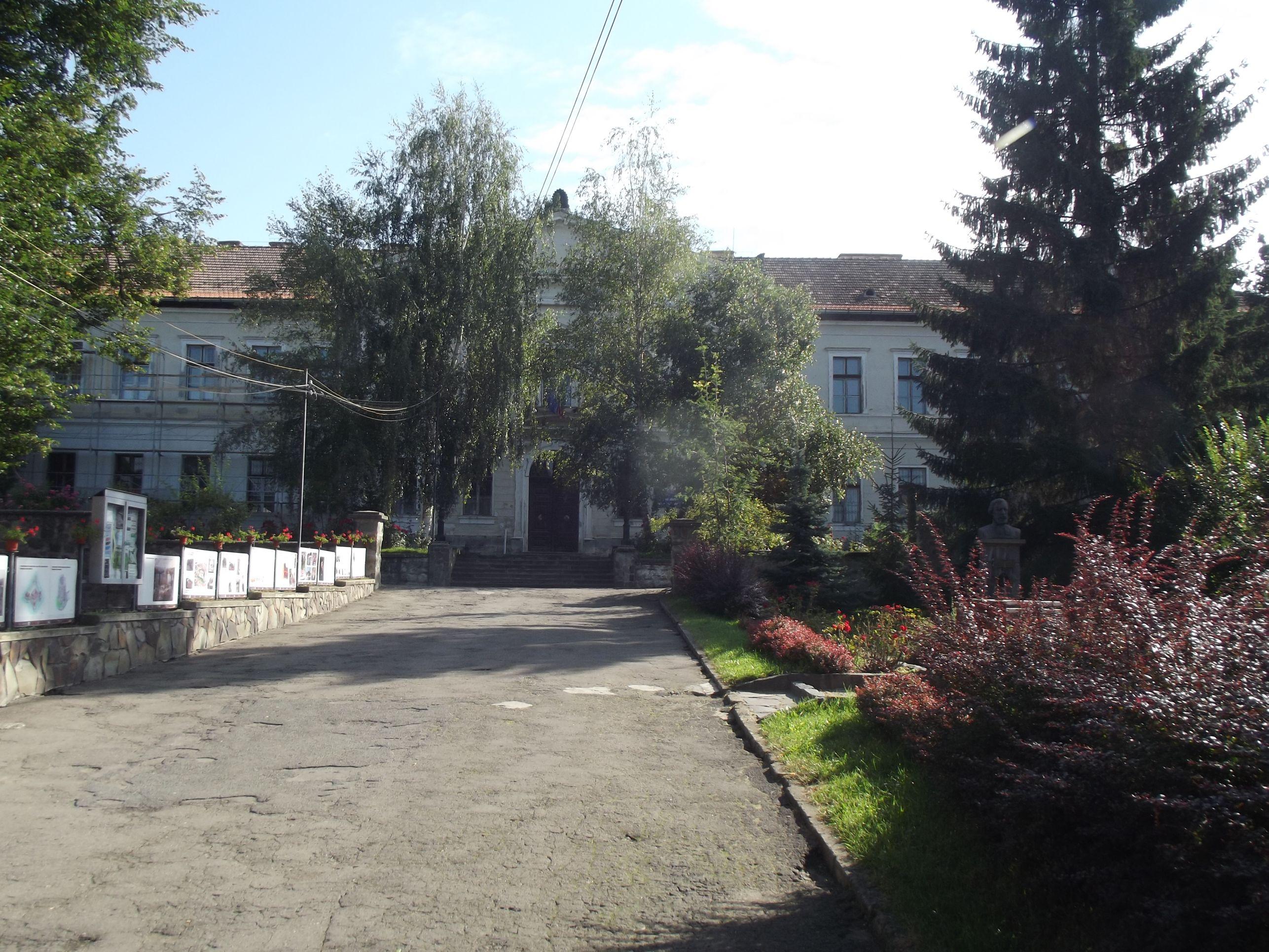 Az iskola bejárata