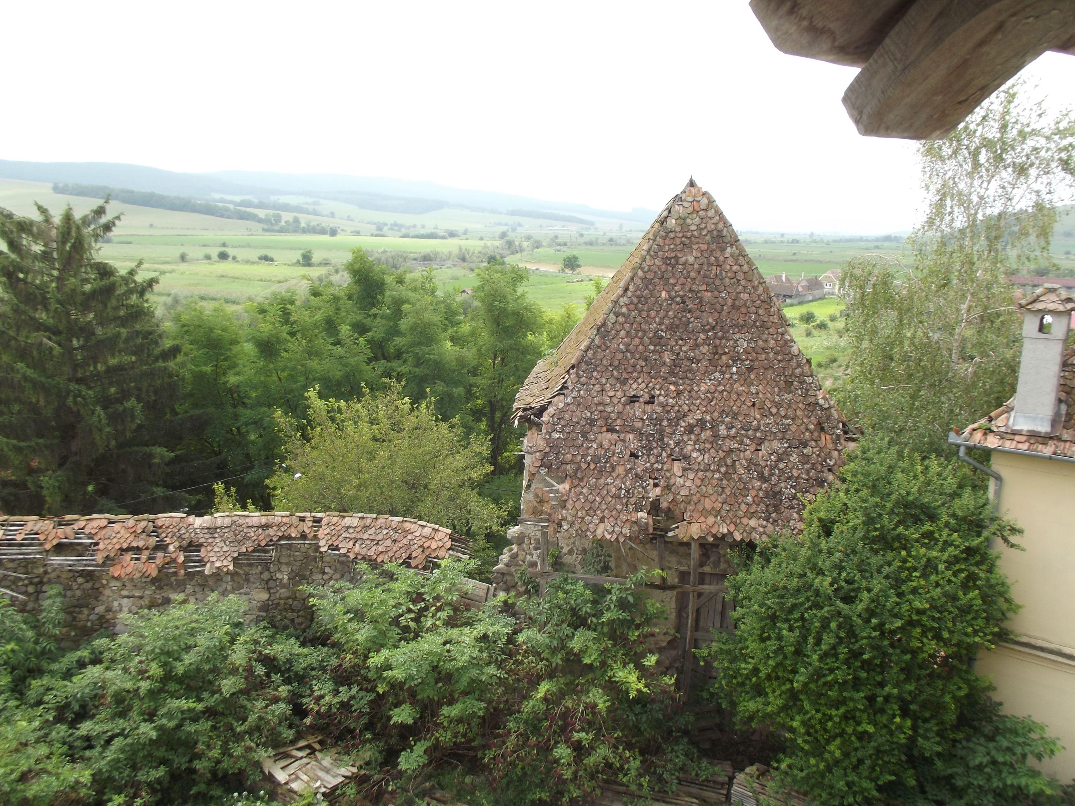Homoróddaróc, leromlott állapotú falak