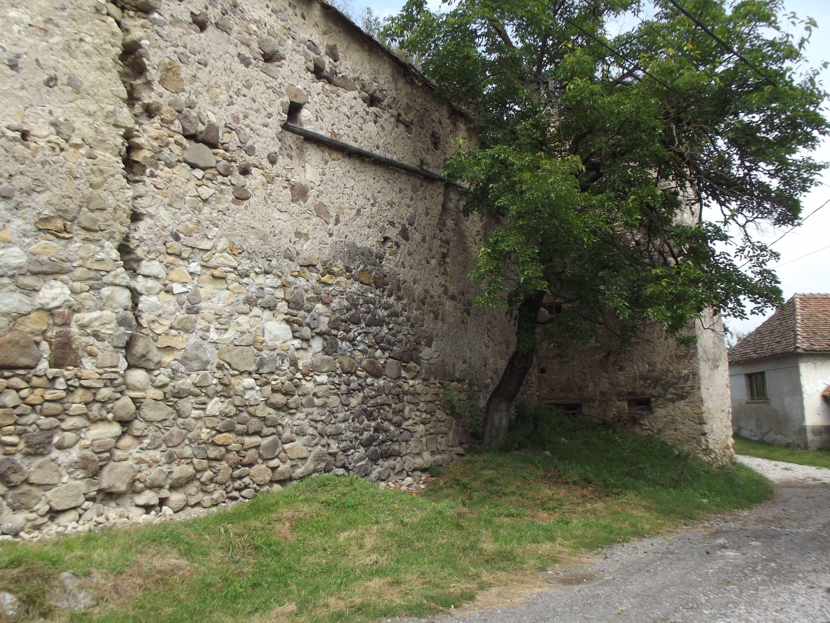 Homoróddaróc, hatalmas repedés a falon
