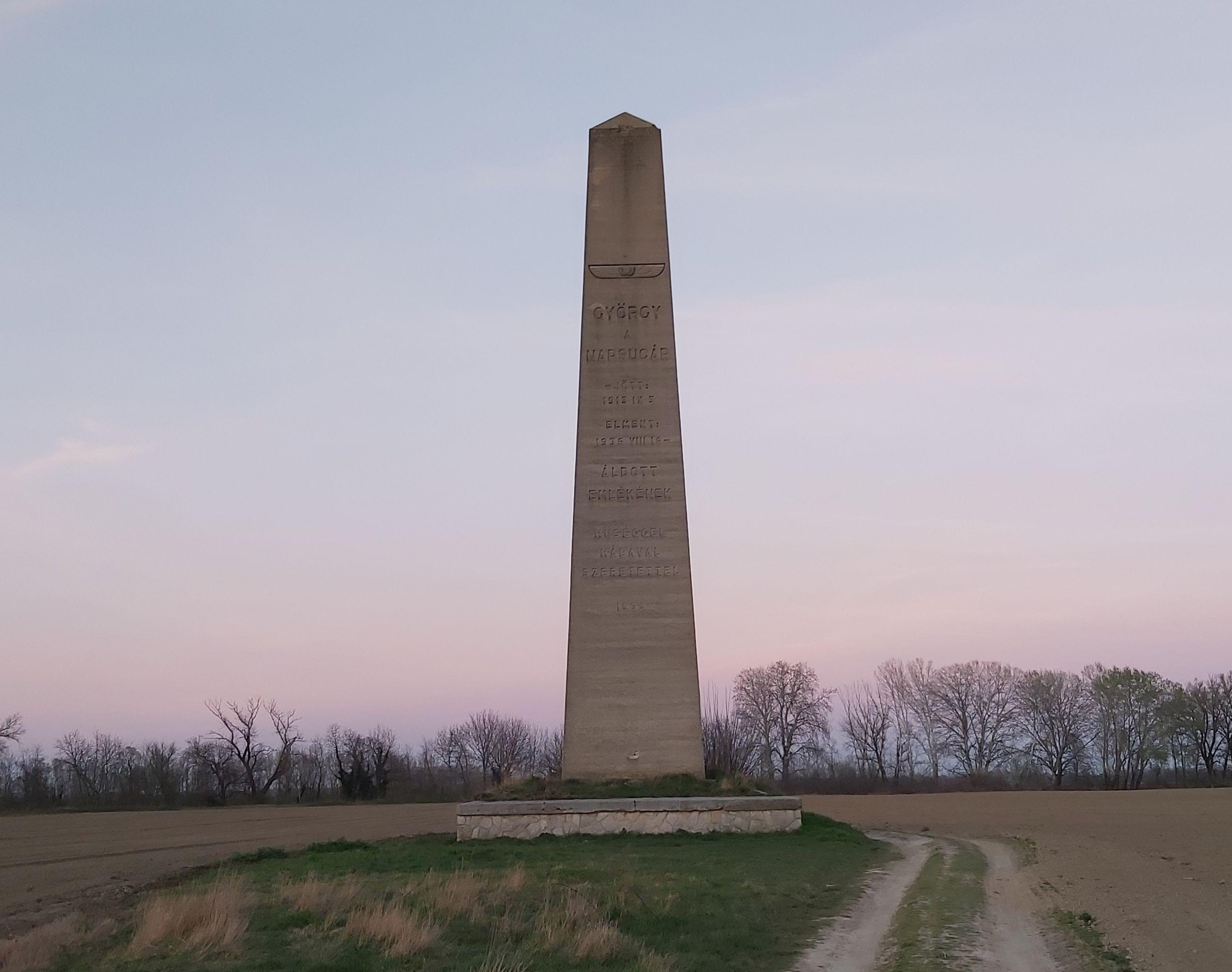 Obeliszk, Fadd