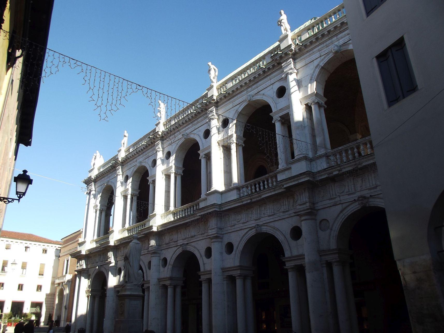 A Basilica Palladiana a Piazza delle Erbe felől