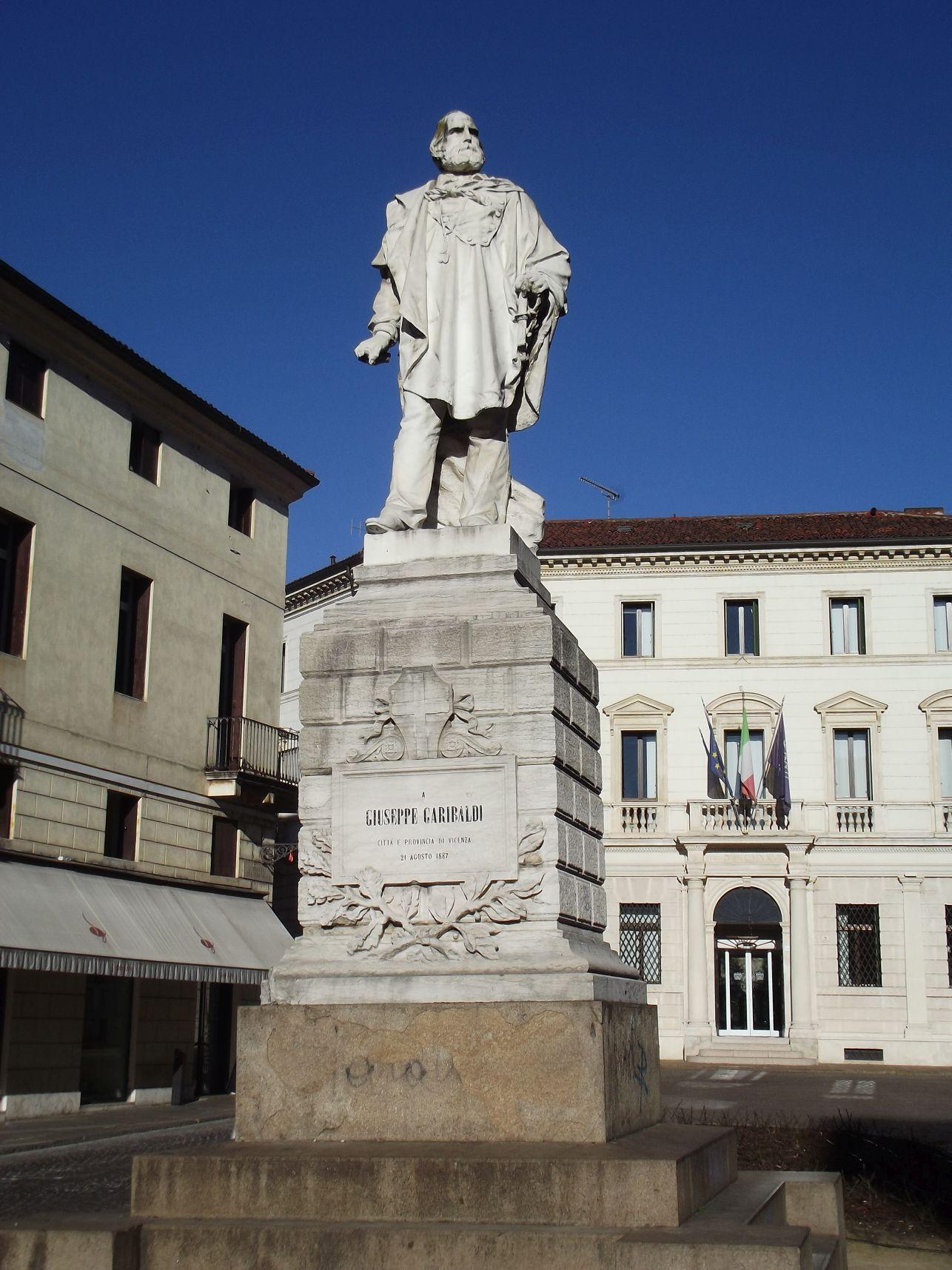 Garibaldi szobra a Piazza del Castellon