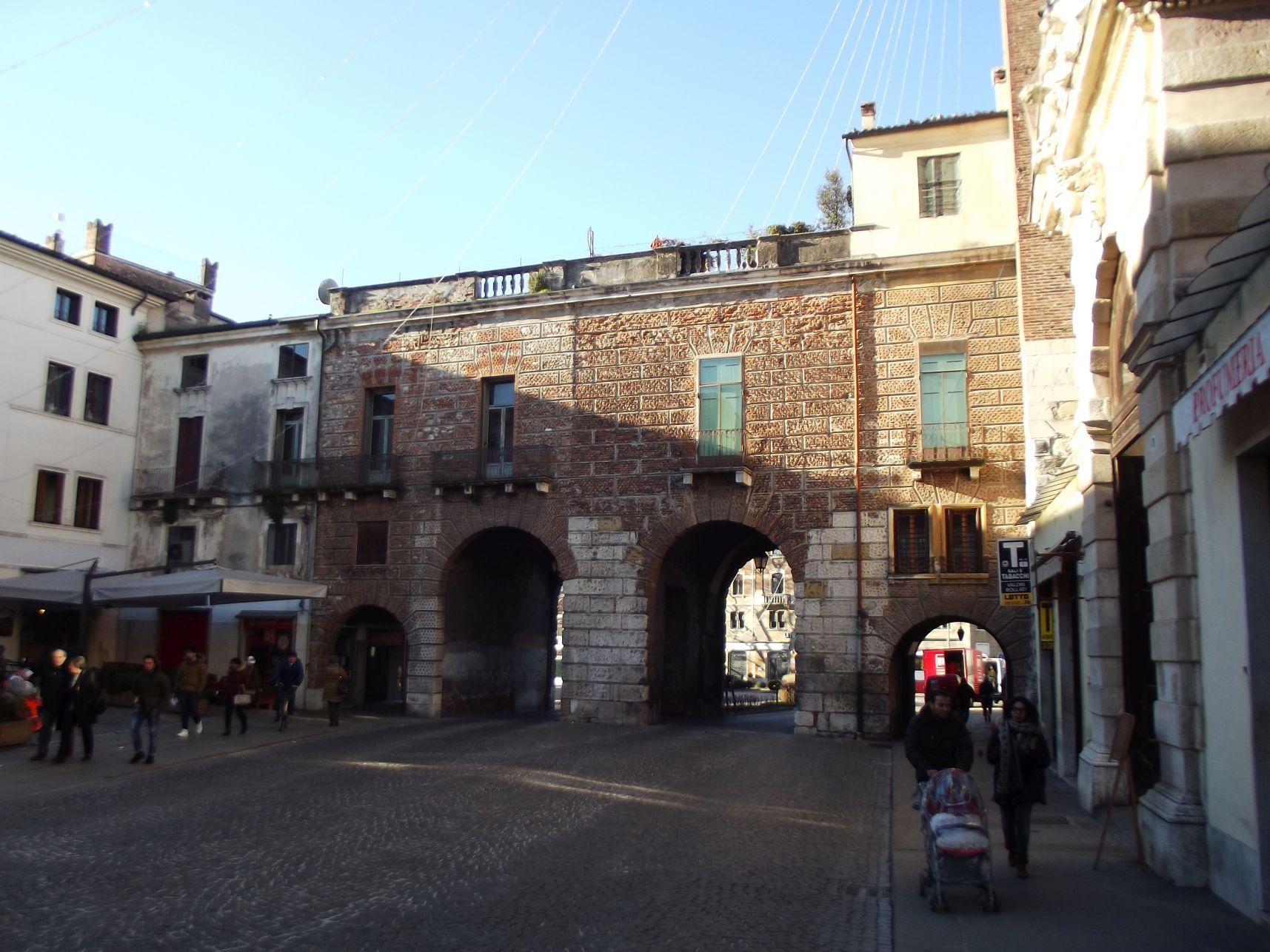 A Torrione di Porta Castello