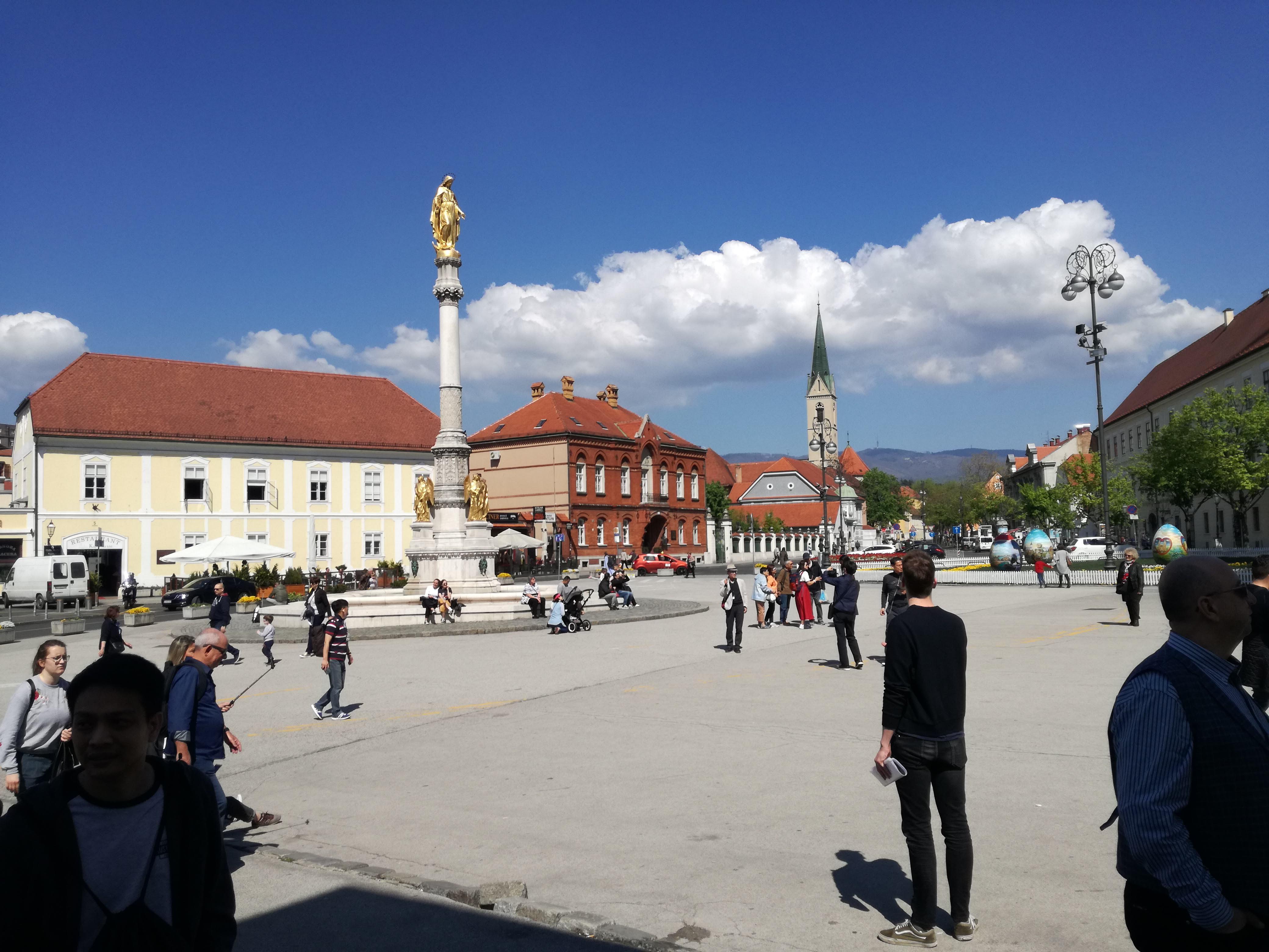 A dóm előtti tér