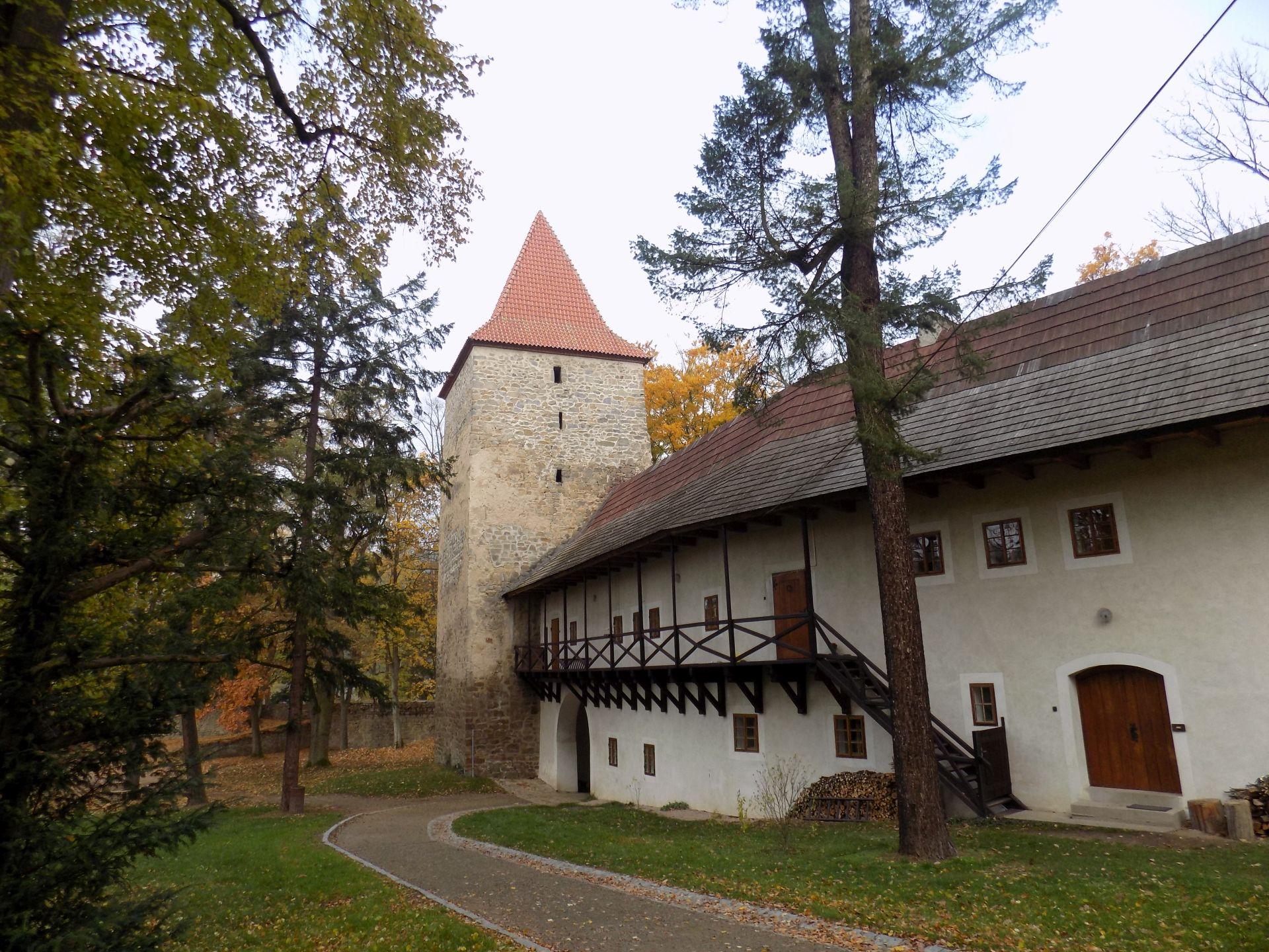 A Vörös-torony (Forrás: www.hrad-zvikov.eu)
