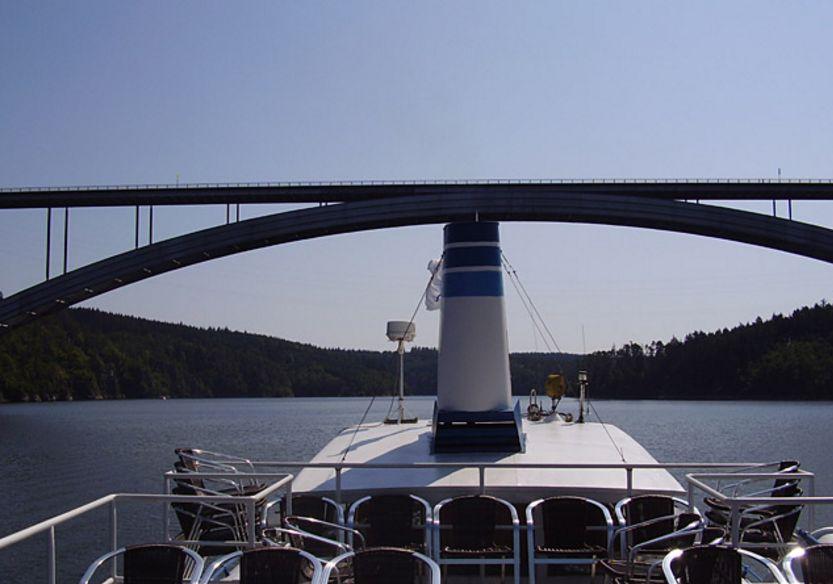 A 19-es út hídja (Forrás: www.lodnidopravaorlikslapy.cz)
