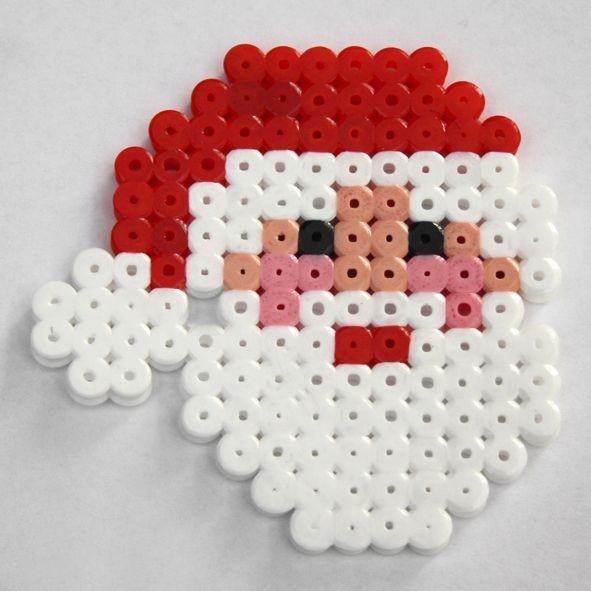 Vasalható gyöngyből mikulás készítése, akár kulcstartónak vagy karácsonyfadísznek is jó
