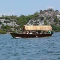 Sétahajó a Shkodrai-tavon