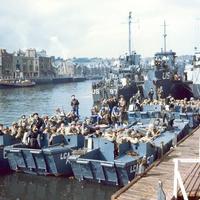 FOTÓ: A D-nap 2. – A szövetséges hajóhad és az ejtőernyősök támadása