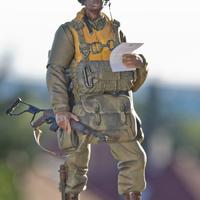 MAKETT: Amerikai ejtőernyős a D-napról