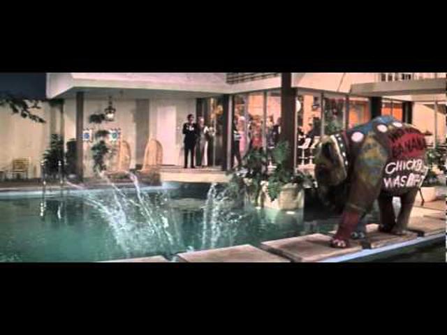 FILM: Estély habfürdővel