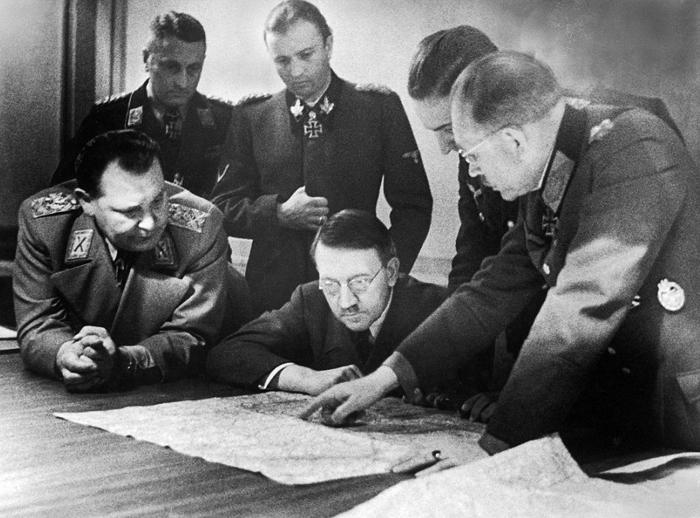 hitler planning.jpg