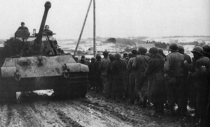 king tiger & us pows ardennes dec  1944.jpg