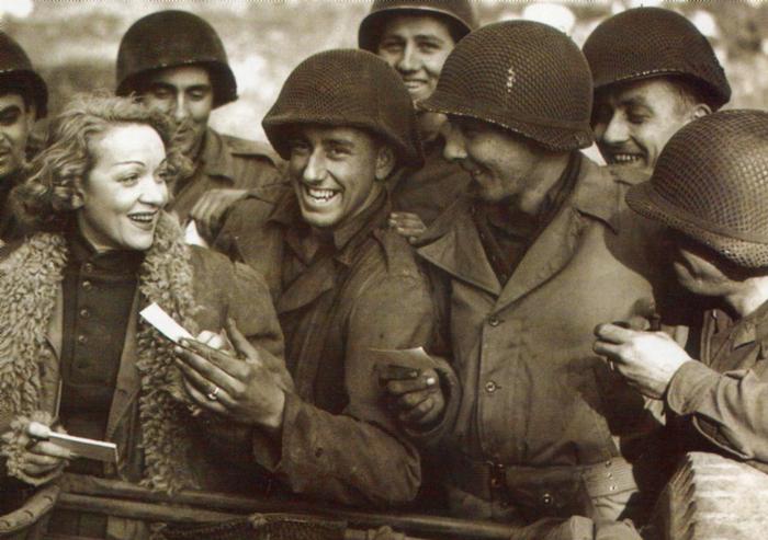 marlene_dietrich_1944.jpg