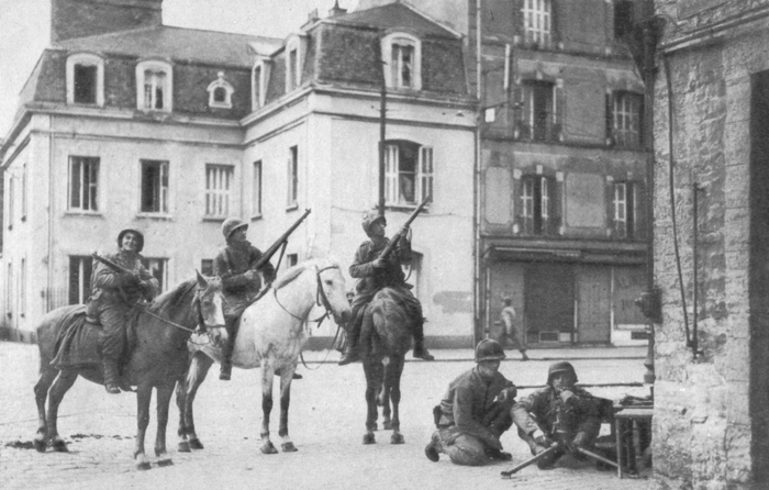 Amerikai_katonak_Cherbourg_utcain_1944.junius.jpg