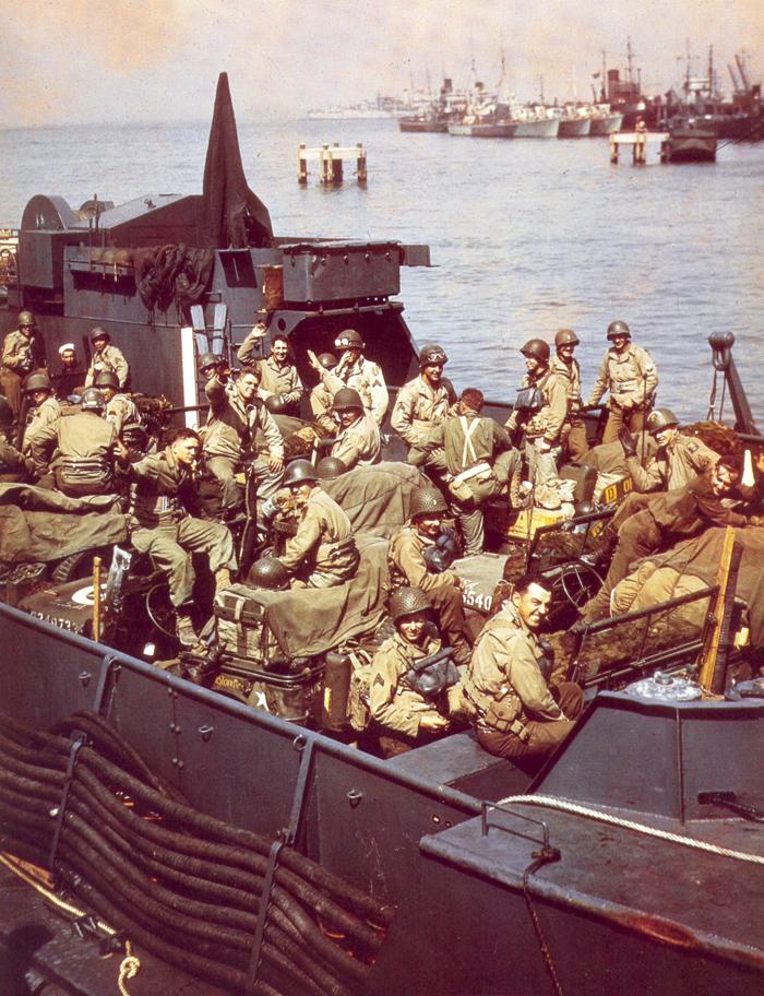 Amerikai_katonak_kihajozasa_1944.06.22.jpg