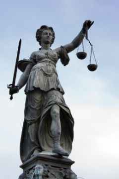 Frankfurt_Am_Main-Justitia_1.jpg
