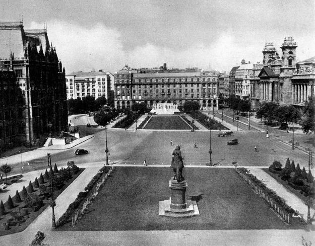 Kossuth tér 1943.jpg