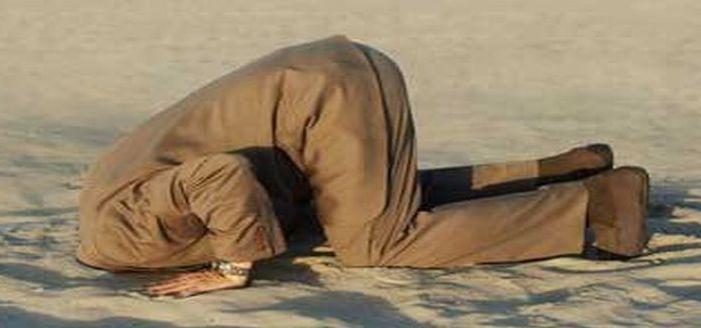 homokba dugott fej.jpg