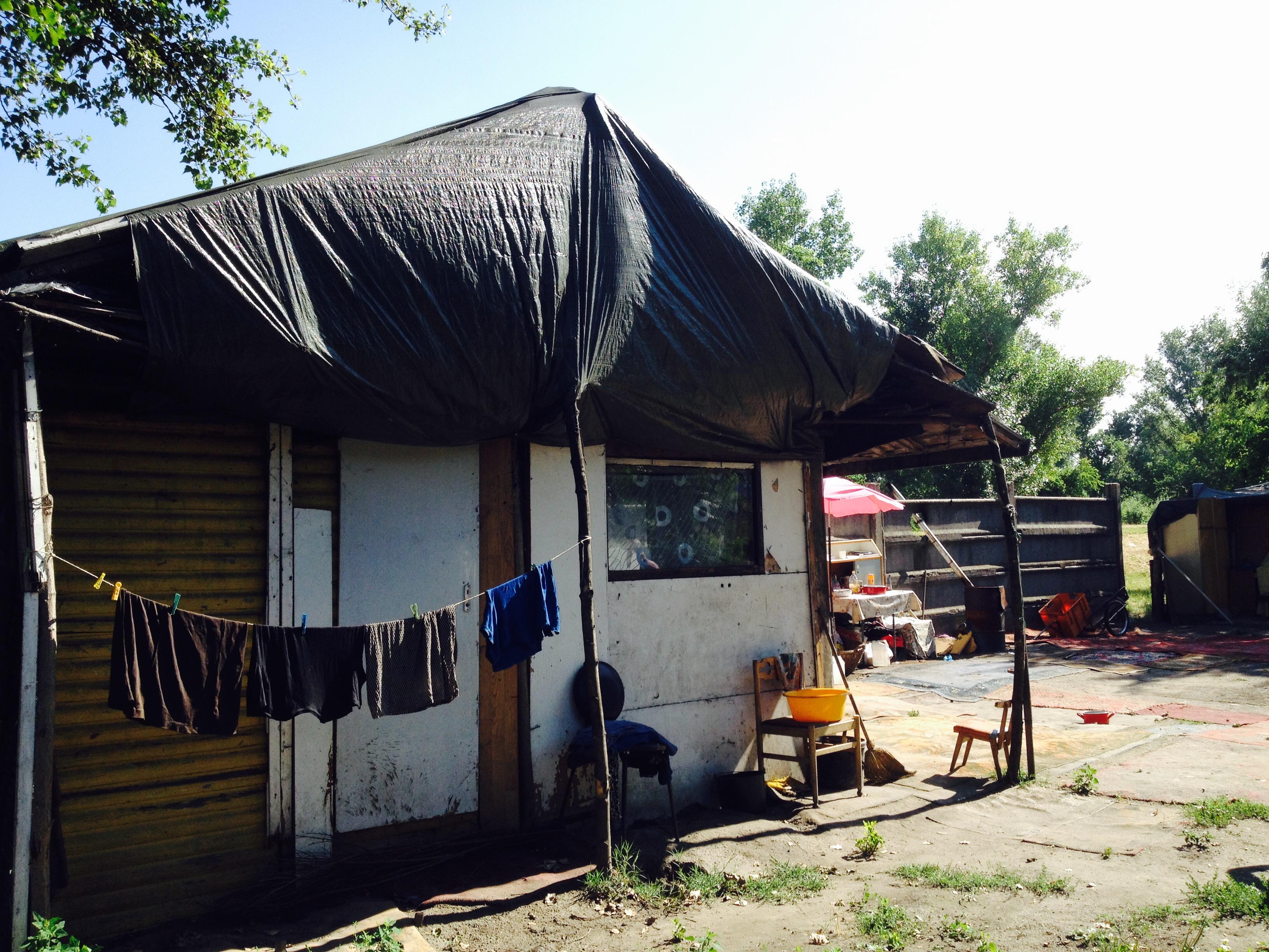 Erzsi és Jenő kunyhóból költözött be a szocális bérlakásba.