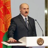 Lukasenko lába alól kicsúszik a talaj?