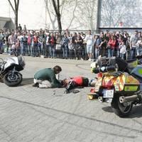 Hogyan segíthetünk, ha balesetet látunk?