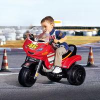 Gyermekek a motorozás játszóterén