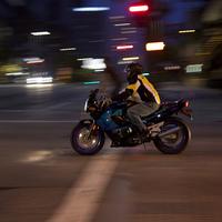Éjszakai motorozás
