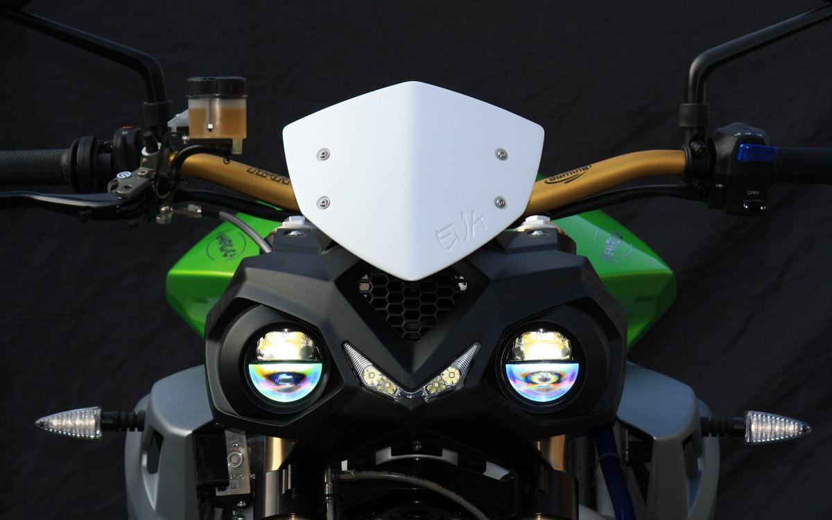 energica-also-offers-a-slightly-cheaper-electric-roadster-option-the-eva-the-biggest-difference-between-the-eva-and-ego-comes-down-to-power-as-the-eva-has-an-output-of-95-hp-and-170-nm-125-ft-lb-of-torque.jpg
