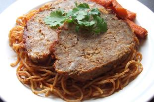 Mozzarellával töltött fasírt paradicsomos spagettivel