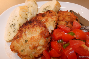Fűszeres halpogácsa paradicsom salsával