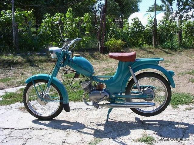 A szocializmus diszkrét bája. Az első újonnan vett motorom, Riga 4, 1973-74.