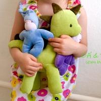Újabb ajándékok: egy waldorf baba és egy plüss dino