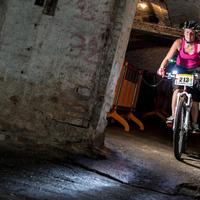 Hőség ellen föld alatti bringaverseny!