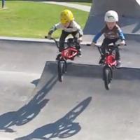 A 4 éves BMX-es ikrek elképesztő trükkjei!