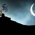 Az évtized bringás fotóját készítették el a napfogyatkozás alatt