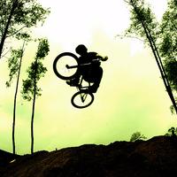 Hajmeresztő extrém bringás verseny a Sas-hegy lábánál