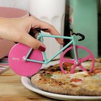 A legmenőbb bringás pizzaszeletelő