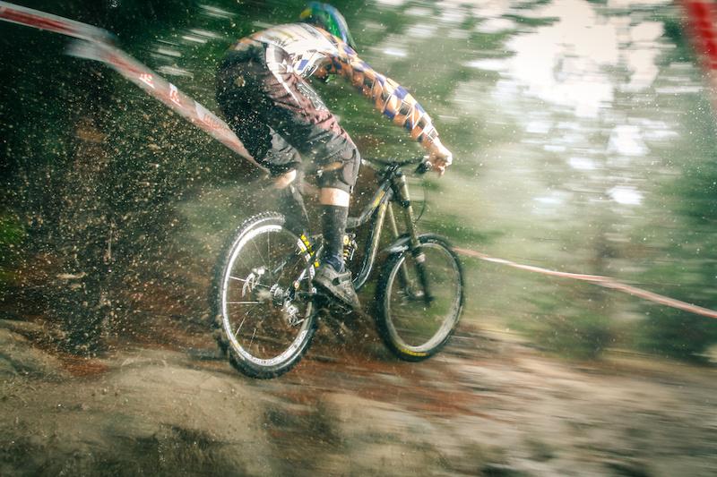mountainbike-rain.jpg
