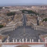 A pápa nálunk politizál?