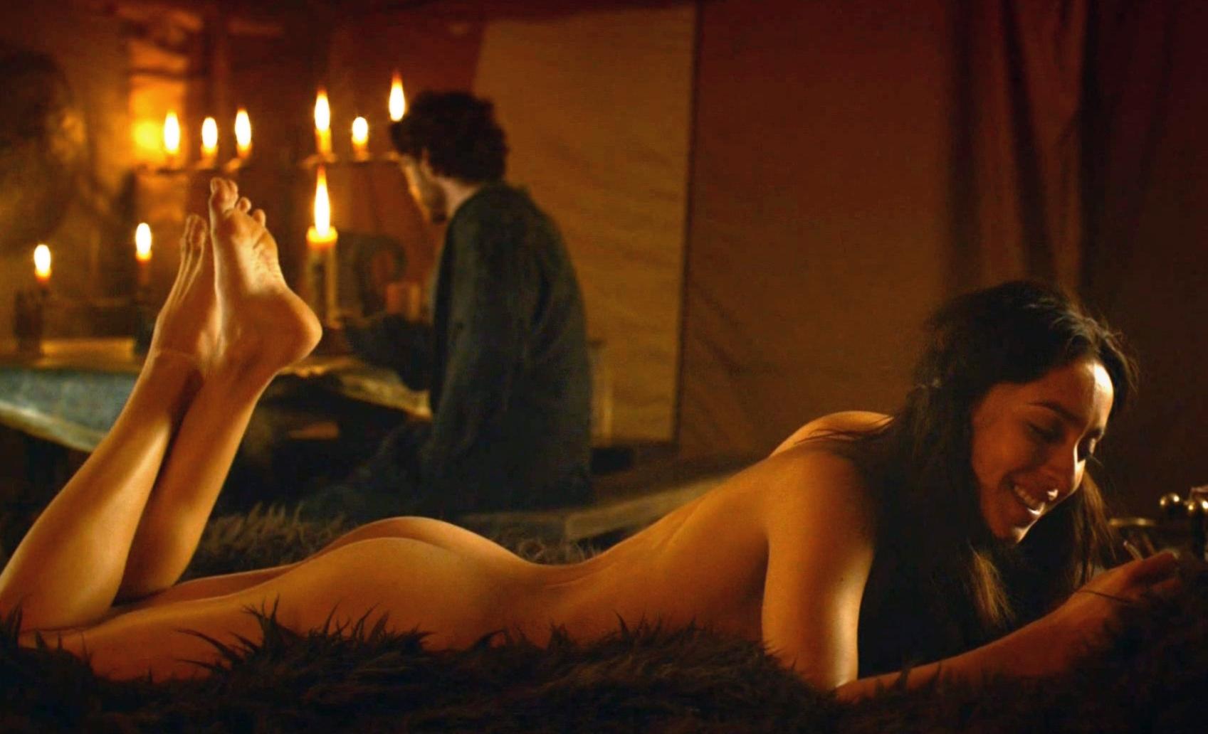 oona-chaplin-nude1.jpg
