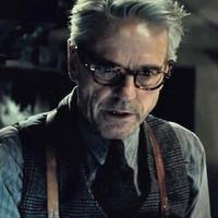 Bőven jut szerep Jeremy Irons számára Ben Affleck Batman-filmjében