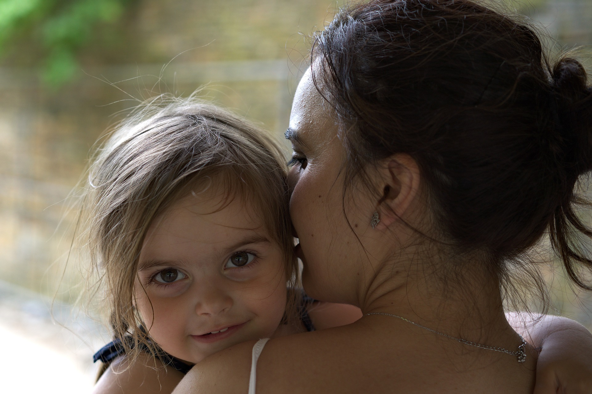 child-and-mom-2356369_1920.jpg