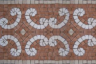 Három ötlet: hogyan díszítsük a fürdőszobát mozaik bordűrrel?