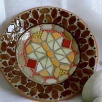Nagyméretű barna-narancs mozaik kínáló tál