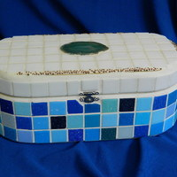 Nagy, kék-fehér mozaikos, rusztikus tároló doboz